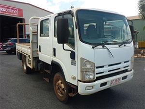 _2010-Isuzu-300-4x4-Tray-Body-Truck