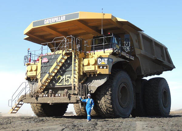 Caterpillar-797F-worlds-biggest-dump-trucks