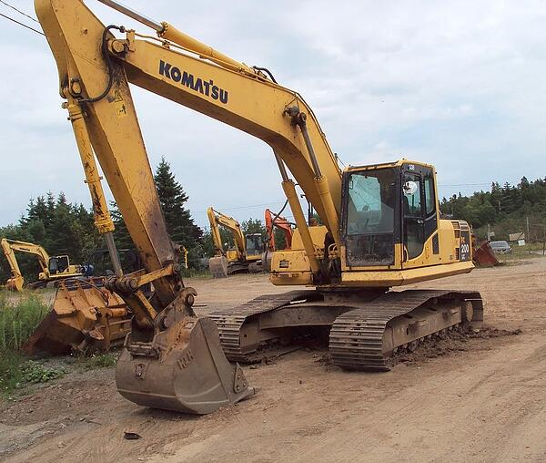 Komatsu PC200-8 Excavator 3