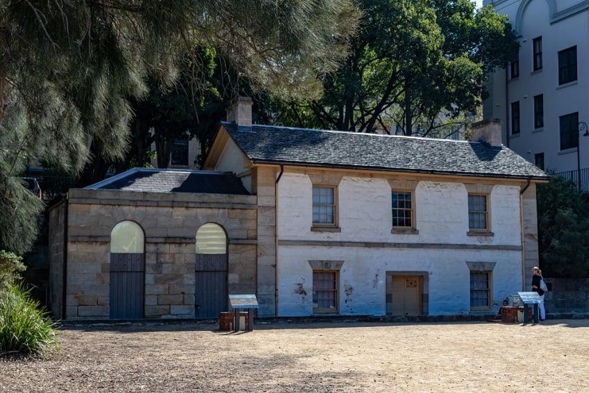 oldest-buildings-australia-cadmans-cottage