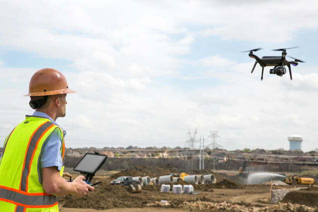 drones-construction-flying