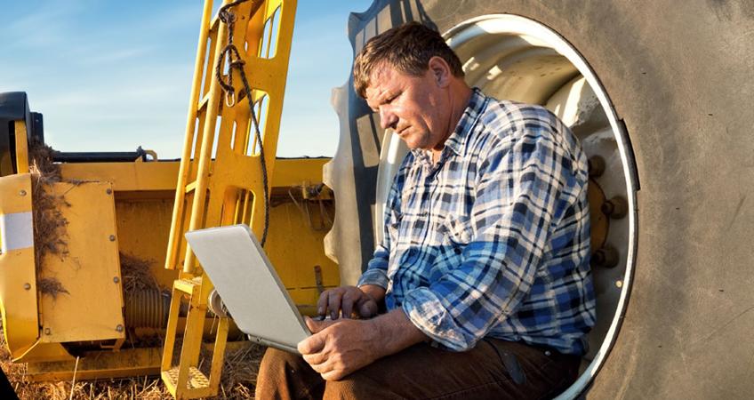Operator checking news online