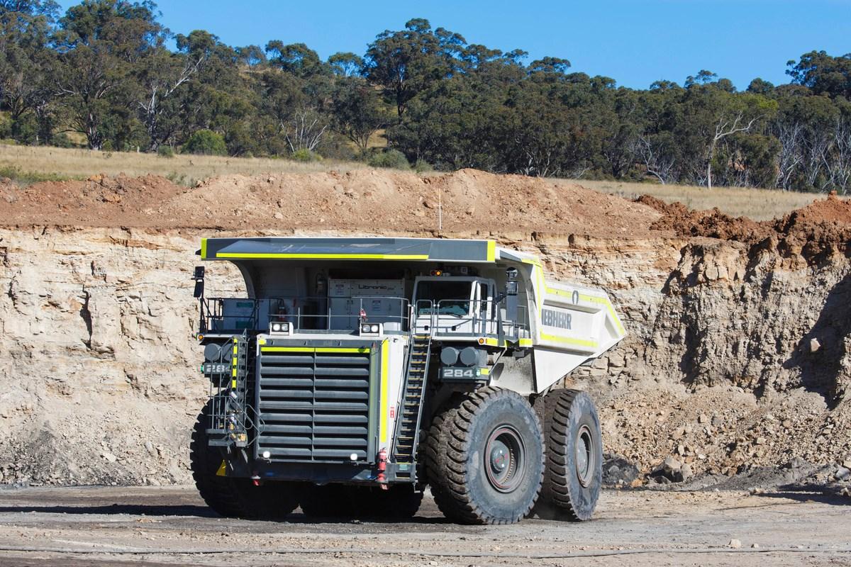 liebherr-T284-worlds-biggest-dump-trucks