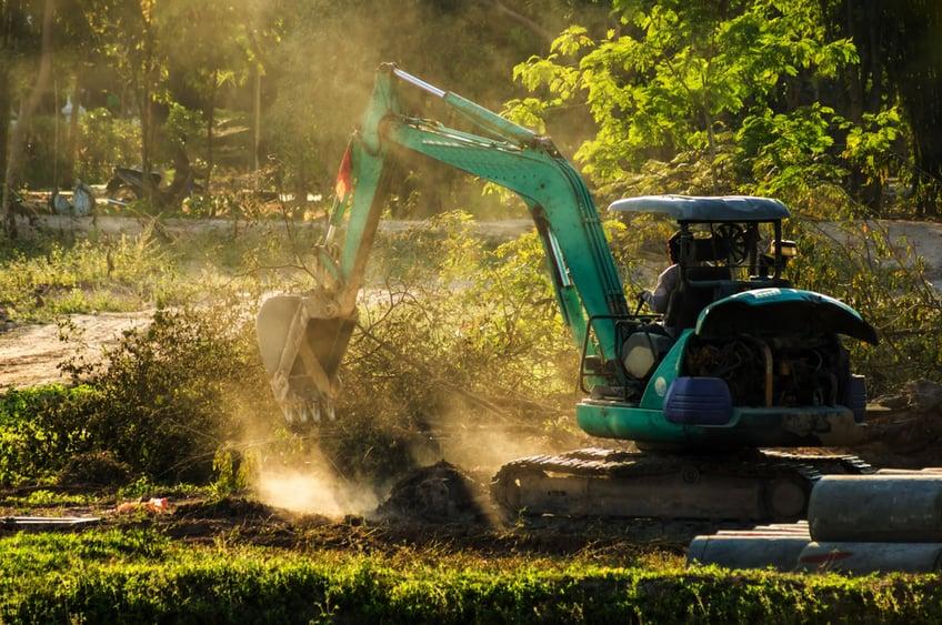 mini-excavator-digging