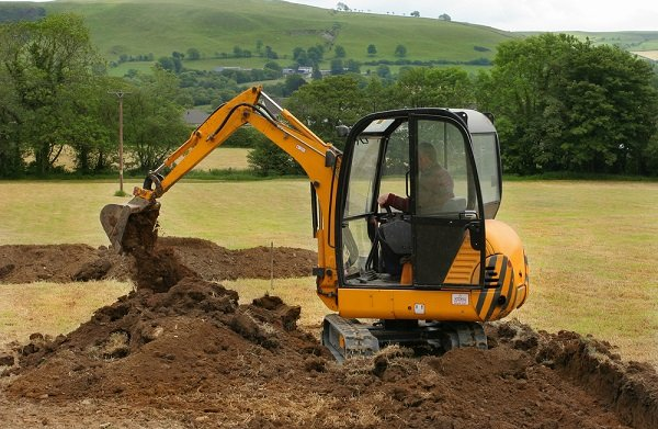 removing-lawn-earthworks