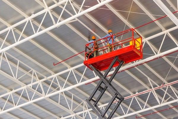 scissor-lift-hire-workers-roof