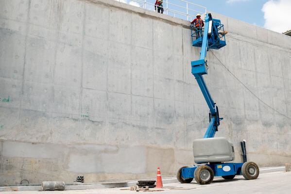 boom-lift-water-concrete-tank-construction-site