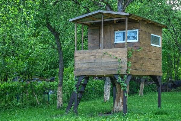 treehouse-garden-backyard