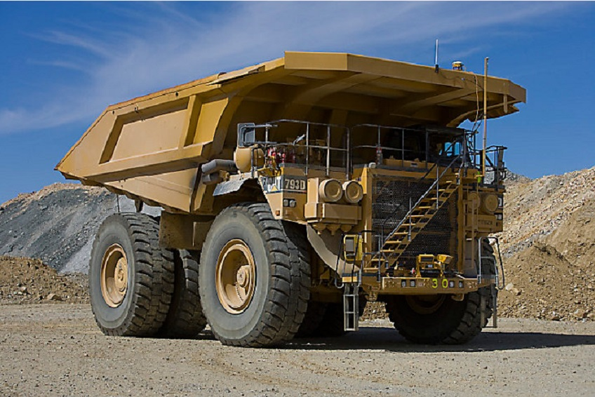 cat-793D-dump-truck-construction-site
